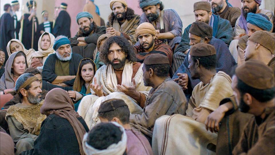 Jesus teaching the crowds